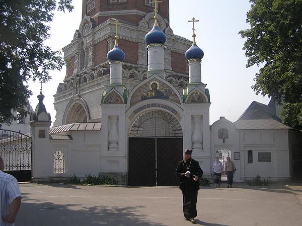 Святые врата Иоанно-Богословского монастыря