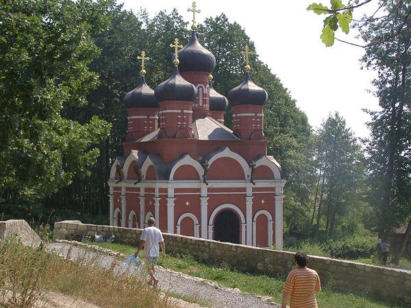 храм на святом источнике