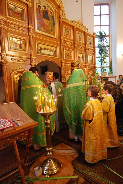 Троица 2009: Малый вход с Евангелием