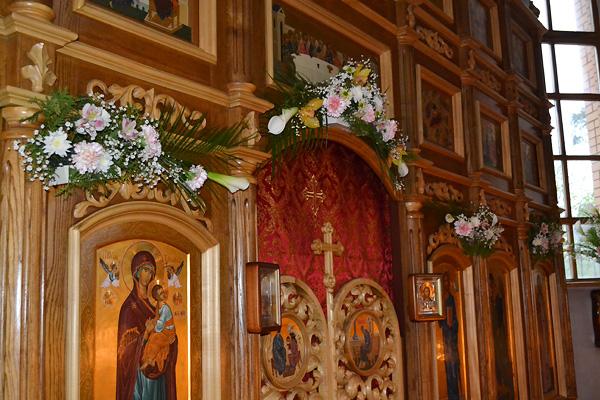 Наш Храм в цветах