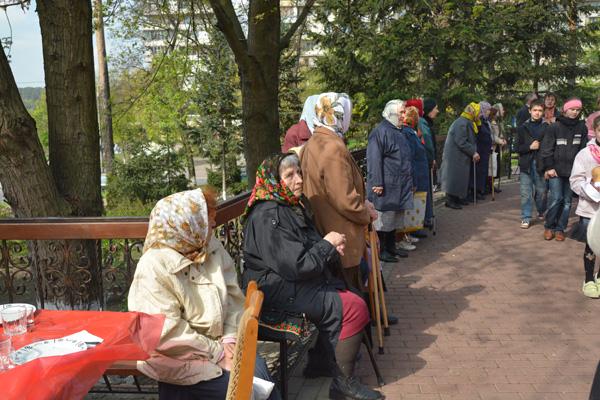 Наши бабушки тоже участвуют в крестном ходе