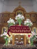 Благообразный Иосиф, с древа снем Пречистое Тело Твое, плащаницею чистою обвив, и вонями (благовониями) во гробе нове покрыв положи