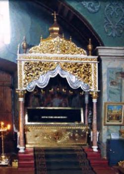 Рака с мощами святителя Феодосия в Черниговском Свято-Троицком кафедральном соборе (сегодня).